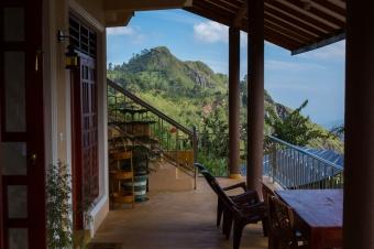 Little-Adams-Peak-Green-Hill-Ella-Sri-Lanka